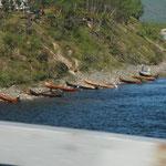 25.06. Einheimische fahren mit dem Boot zum fischen