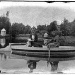 Met de boot op de vijver - foto stadarchief Brugge