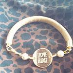Imitatleder hellbraun, beige Perlen, Zwischenstück gold I love Friday Euro 12,00