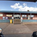 Unsere Unterkunft für heute. Direkt an der Kreuzung! nach Cairns links und geradeaus nach Alice Springs