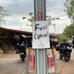 manchmal suchen wir auch nach offenen Tankstellen. Hier in Pamayu