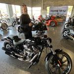 Wir geben unsere Motorräder ab ...