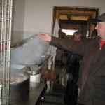 Das Gefaß, der Futer-Kochtopf wo Essenreste abgekocht für die Hunde
