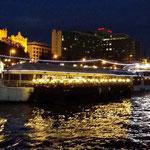 Barcone ristorante sul Danubio