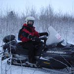 In motoslitta sul mare ghiacciato
