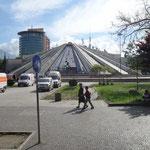 Tirana: La Piramide