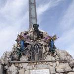 La croce in vetta al Monte Bolettone