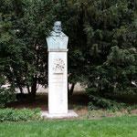 La statua di Garibaldi all'interno del giardino del Museo Nazionale Ungherese