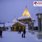 La casa di Babbo Natale in inverno