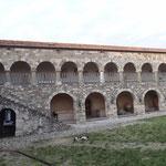 Apollonia: il cortile del Monastero