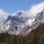 Le montagne circostanti in versione invernale