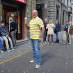 Adriano in posa con il gelato