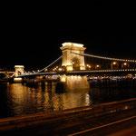 Il ponte delle catene di notte