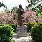 Peje: monumento a santa Madre Teresa di Calcutta