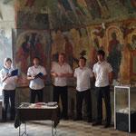 Yaroslavl - cantori all'interno del monastero