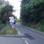 la via Pecorara si divide (saliamo a destra)