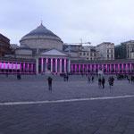 Napoli: Piazza del Plebiscito illuminata