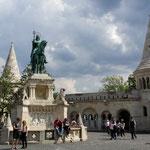 La statua equestre di Stefano I, re santo patrono dell'Ungheria, al Bastione dei Pescatori