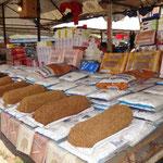 Tirana: il mercato (tabacco)