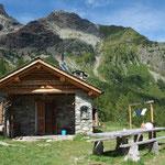 Questo è il Rifugo Alpini a Lago Lagzzuoo in estate