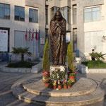 Scutari: statua di Maria Teresa di Calcutta
