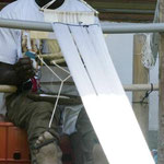 Abdoulaye Dembele am selbstgebauten Wegstuhl