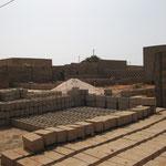 Ziegelherstellung vor Ort 2004