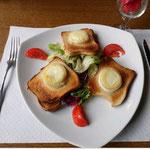 Salade de crottins de chèvre chaud