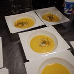 Karotten-Ingwer Suppe mit Lauchfäden