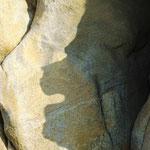 ... mais bien gardée par l'ombre d'un monstre de pierre !