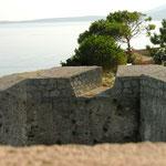 Derrière, détail du bastion nord ...