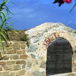 Porte du chemin de ronde, accès aux anciennes latrines.