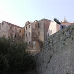 Et quelques vieilles maisons de la ville haute.