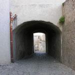 """Et voici l'endroit : callade vers la poterne, sous le """"Castello"""""""