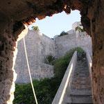 Et de la tour vers la muraille.