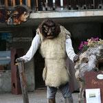 typische Maske des Walliser Fastnachtsbrauches im Lötschental