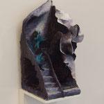 『たたまれていくところ』 2016 紙粘土、石粉粘土、アクリル絵の具 W14×D19×H33