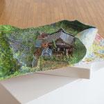 『サハー ; この世』木製パネル、紙粘土、厚紙、アクリル絵の具 2016年
