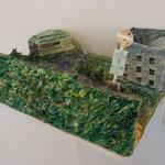 『仕方のないこと』 2016 紙粘土、石粉粘土、アクリル絵の具 W41×D34×H20