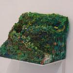 『あっちの坂道』 2016 紙粘土、石粉粘土、アクリル絵の具、油絵具 W33.5×D25×H27
