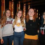 Neumitlieder (von l. n. r.): Vivienne, Chantal G., Joelle und Aria