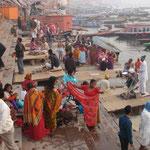Abblutions dans le Gange. Photos Laura Truant