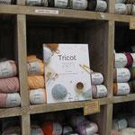 Des livres pour apprendre ou se perfectionner en tricot disponibles dans votre boutique Lulu Coquelicot - magasin de tissus et laines à Romorantin, Sologne, Loir-et-Cher