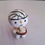 じゅぬさんが作ってくれた紙粘土ツル!なんか、口から麺を出してるような。。。ぷぷぷ(^脳^)