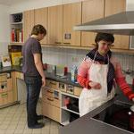 Pudding kochen in der Lehrküche