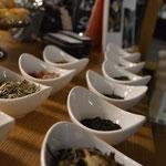 Die Tees stehen bereit und warten darauf, verköstigt zu werden