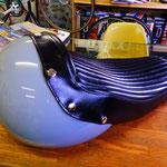 ヘルメットで出来たカウルです。
