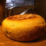 Das 2 Brot ist schon ein ordentliches Kaliber und wir von mir lauwarm mit Salzbutter verspiesen und als eines der besten von mir bis jetzt gegessenen Brote eingestuft