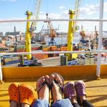 Warten auf die Ausfahrt aus dem Hafen