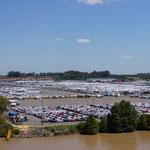 Tausende von Autos.... hier entleeren wir unseren Schiffsbauch mit all den schönen  Autos